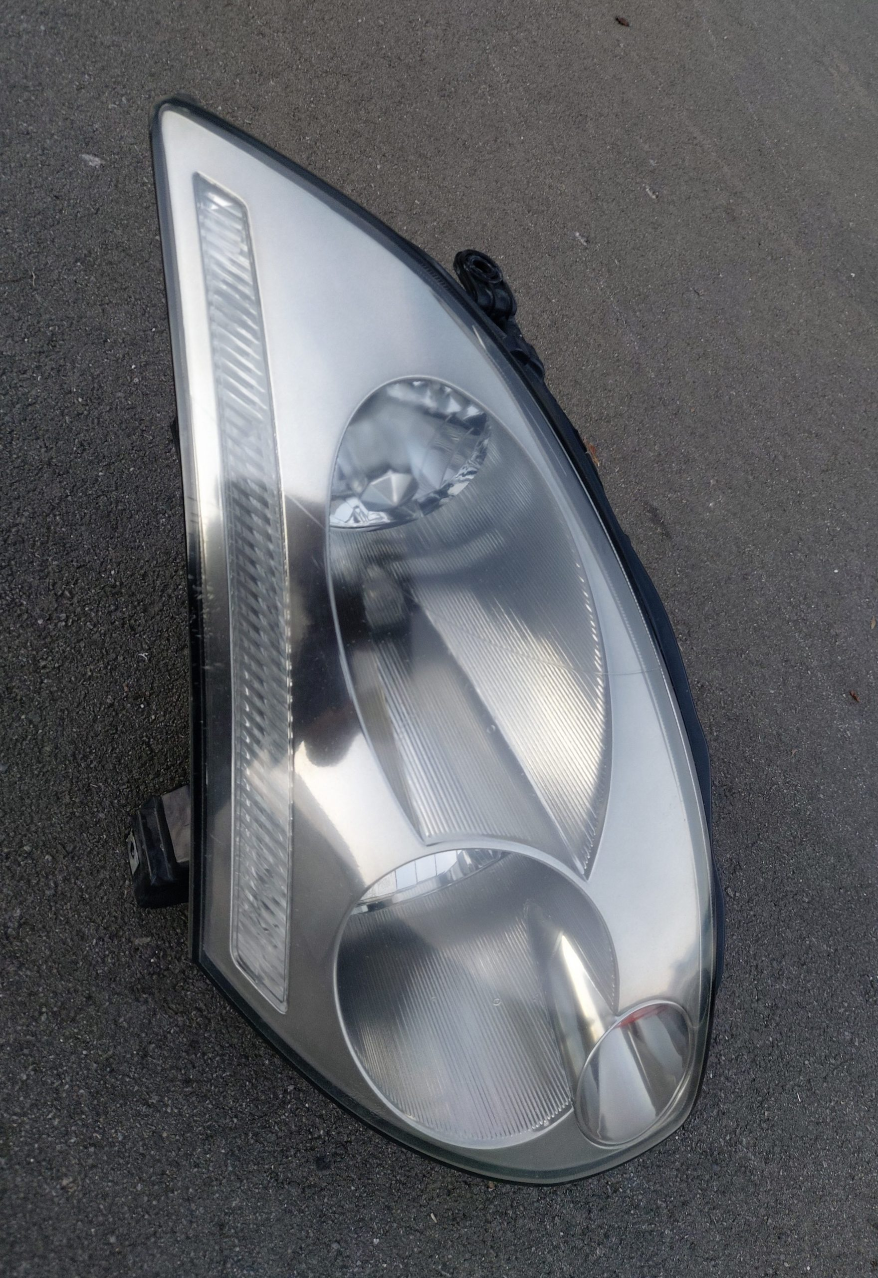 04 V35 SKYLINE COUPE DRIVE SIDE HEADLIGHT
